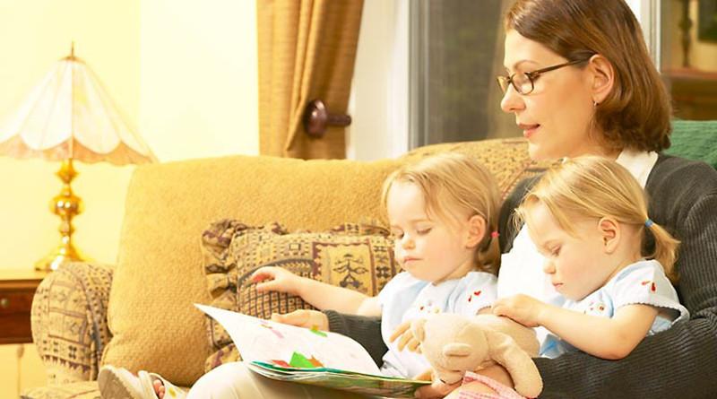 Петербургским семьям оплатят няню за счет бюджета